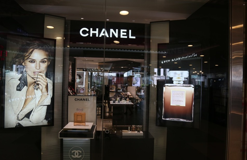 シャネル・ルージュ|ココグロスの通販最安値は?人気色と使い方も調査